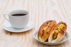 Tome o café da manhã com pão do padeiro Vietnamese ou do Vietname e coff preto fotografia de stock royalty free