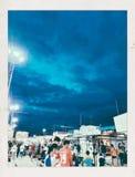 Tome seu guarda-chuva Olha como ele está indo chover No mercado foto de stock royalty free