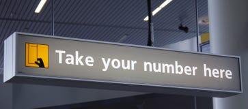 Tome su número aquí Fotos de archivo
