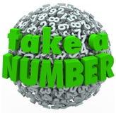 Tome a uma espera do número sua volta que antecipa a espera na linha Foto de Stock