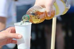 Tome una bebida Imagen de archivo