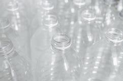 Tomglas för återanvänder, delta i en kampanj för att förminska bruket av plast- och räddningvärlden arkivbilder