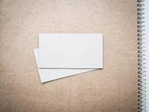 Tomma affärskort på den kraft anteckningsbokräkningen, modell Royaltyfri Fotografi
