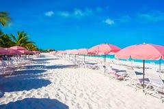 Tomma exotiska strand och vardagsrum på exotiskt tropiskt Arkivfoto