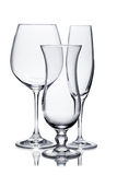 Tomma exponeringsglas av champagne, rött vin och orkanen på vit Arkivbilder