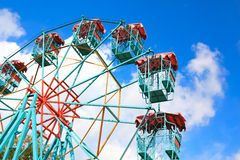 Tomma Ferris Wheel Over Blue Sky Royaltyfri Foto