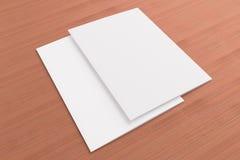 Tomma kort på träbakgrund Royaltyfri Fotografi