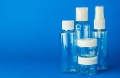 Tomma kosmetiska plast-flaskor Royaltyfri Fotografi
