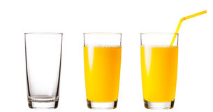 Tomma och fulla exponeringsglas med orange fruktsaft arkivbilder