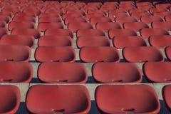 Tomma plast- röda stolar Royaltyfria Bilder