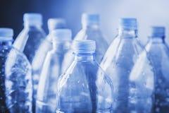 Tomma plastic flaskor Arkivfoton
