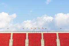 Tomma platser i en fotbollsarena Arkivfoto