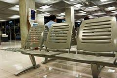 Tomma platser i väntande lokal för flygplats Royaltyfria Foton