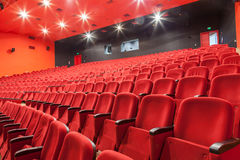 Tomma röda bio- eller teaterplatser Fotografering för Bildbyråer