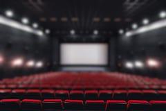 Tomma rader för abstrakt suddighet av röda teater- eller filmplatser Stolar i biokorridor bekväm fåtölj Fotografering för Bildbyråer