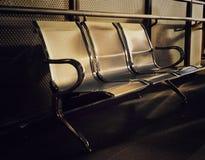 Tomma rostfria stolar för abstrakt tappning Royaltyfri Fotografi