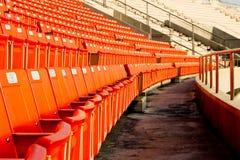 Tomma stadionåskådarläktare Arkivfoto