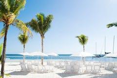 Tomma stolar på den Cancun semesterorten sätter på land i Riviera Maya arkivbilder