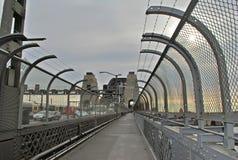 Tomma Sydney Harbor Bridge Walkway, dyster morgon med gråa himlar Royaltyfri Fotografi