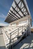 Tomma tribun på en stadion för fotboll (fotboll) Royaltyfri Foto