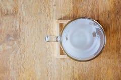 Tomma varma mjölkar koppen Fotografering för Bildbyråer