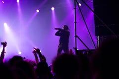 Tommy Cash que realiza una demostración viva del rap Imagenes de archivo
