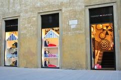 Tommy Hilfiger-kledingsopslag in Florence, Italië Royalty-vrije Stock Afbeelding