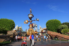Tomorrowland em Disneylândia foto de stock