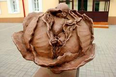 tomsk Monumento al bebé en la col Foto de archivo