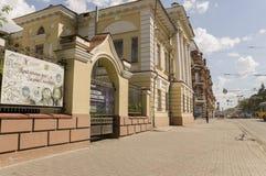 Tomsk, Rusland, de Straat van Lenin Frunze Avenue 10 juli, 2017 Centraal deel van de stad Het lopen van straten in de zomer Royalty-vrije Stock Foto