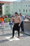 Tomsk, Rusland, in de zomerdag Het vierkant van Lenin 10 juli, 2017 De mensen tonen trucs Mensen het deelnemen Stock Afbeeldingen