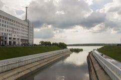 Tomsk, Rusland, het Vierkant van Lenin 10 juli, 2017 Beleid van de stad Het lopen op de stadsstraten in de zomer Stock Afbeelding
