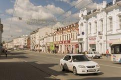 Tomsk, Rusland, het Vierkant van Lenin 10 juli, 2017 Centraal deel van de stad Het lopen van straten in de zomer Stock Fotografie