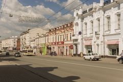 Tomsk, Rusland, het Vierkant van Lenin 10 juli, 2017 Centraal deel van de stad Het lopen van straten in de zomer Royalty-vrije Stock Foto's