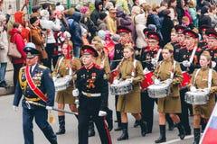TOMSK, RUSLAND - MEI 9, 2016: Russische ceremonie van het openen van militaire parade op Victory Day, 9 Mei, 2016 in Tomsk, Rusla Stock Foto