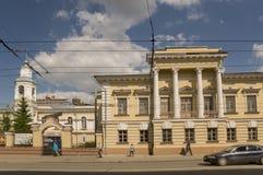 Tomsk, Russie, place de Lénine 10 juillet 2017 Partie centrale de la ville Rues de marche en été Image stock