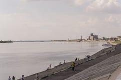 Tomsk, Russland, Ansicht vom Lenin-Quadrat 10. Juli 2017 Fluss Ob fließt den zentralen Stadtteil durch Lizenzfreie Stockfotos