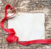 Tomt anteckningsbokpapper med hjärtabandet Arkivbild