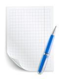 Tomt ark av papper med raster och pennan Royaltyfri Foto