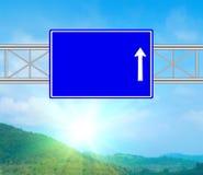 Tomt blått vägmärke Arkivfoton