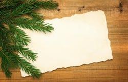 Tomt gammalt papper med julgranen Royaltyfri Fotografi