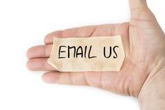 Tomt gult klibbigt band på gömma i handflatan Email oss begreppet Arkivfoton
