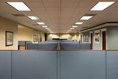 Tomt kontorsutrymme som är klart att uppta fotografering för bildbyråer