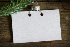 Tomt kort för inbjudanaffär på det abstrakta bakgrundsbegreppet för julgran royaltyfri bild