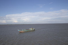 Tomt lastfartyg på padmafloden Fotografering för Bildbyråer