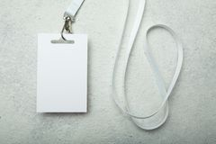 Tomt legitimationkort/emblem-/händelsepasserande, på vit bakgrund Modell arkivfoto