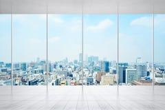 Tomt marmorgolv och fönster med panorama- stadshorisont av Tokyo, Japan för åtlöje upp arkivbilder