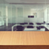 Tomt modernt kontorsskrivbord Royaltyfria Bilder