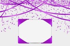 Tomt papper med purpurfärgade beståndsdelar och konfettier Royaltyfri Foto