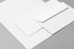 Tomt papper och kuvert Royaltyfria Bilder